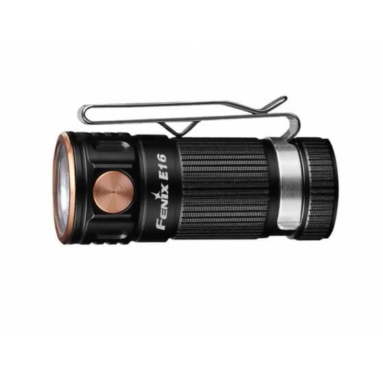 FENIX E16, kompaktowa latarka bateryjna, moc 700 lm